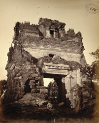 Ruined entrance gopura of the Ramalingeshvara Temple, Tadpatri